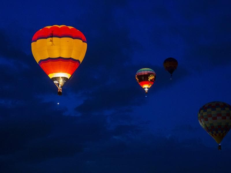 Hot air balloons lit up the sky on the  first day of the 2015 Albuquerque International Balloon Fiesta in Albuquerque, New Mexico, October 3, 2015. (REUTERS)