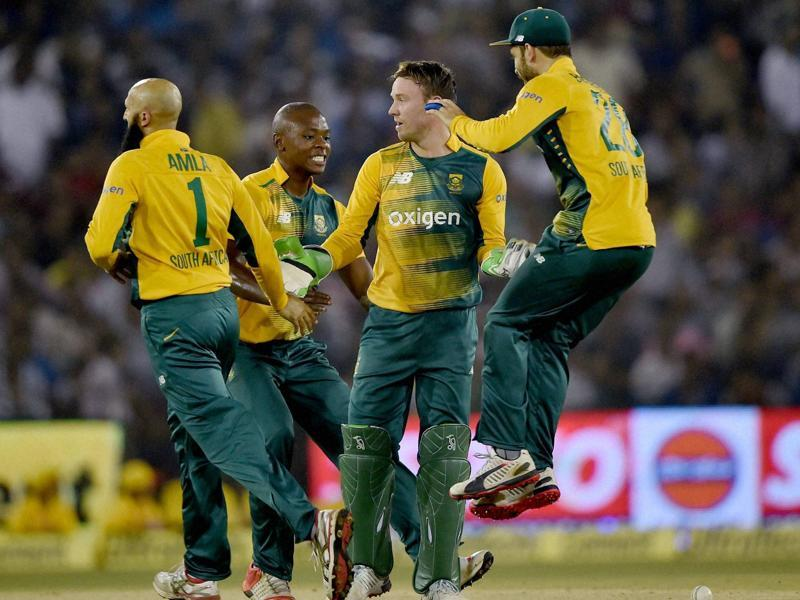 South African players celebrate the dismissal of Kohli during the first innings. (PTI Photo)