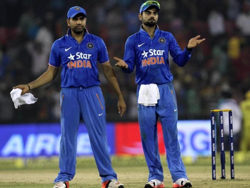 Virat Kohli, left, and Rohit Sharma appeal to the crowd to stop throwing bottles. (Subhendu Ghosh/HT Photo)