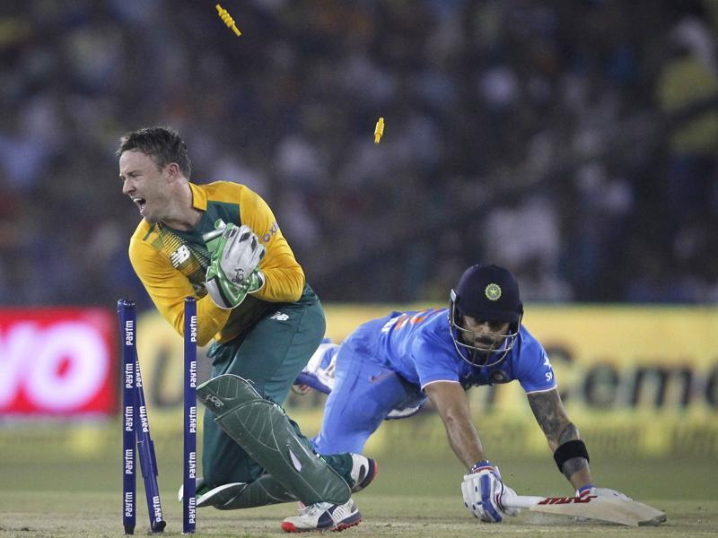 India's Virat Kohli dives to make the crease as he is run out by South Africa's AB de Villiers during the second Twenty20 in Cuttack, on October 5, 2015.  (Reuters Photo)