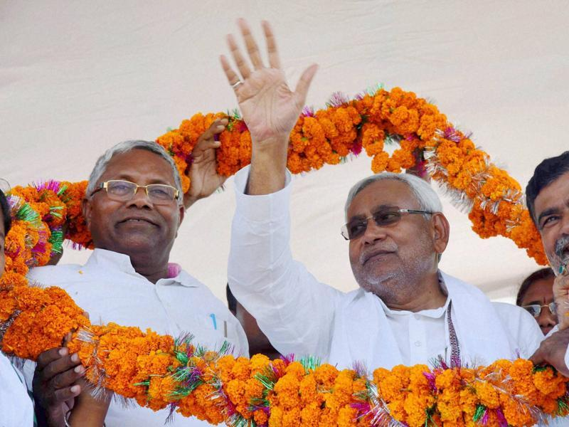 Bihar chief minister Nitish Kumar is garlanded at an election rally at Imamganj in Gaya. (PTI)