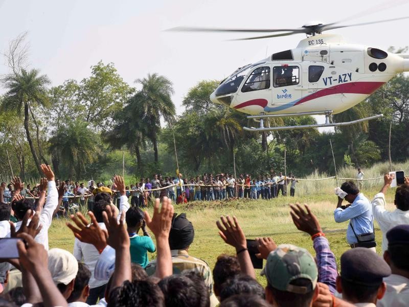 Supporters wave at the helicopter of Bihar chief minister Nitish Kumar as he leaves after an election rally in Imamganj area in Gaya. (PTI)