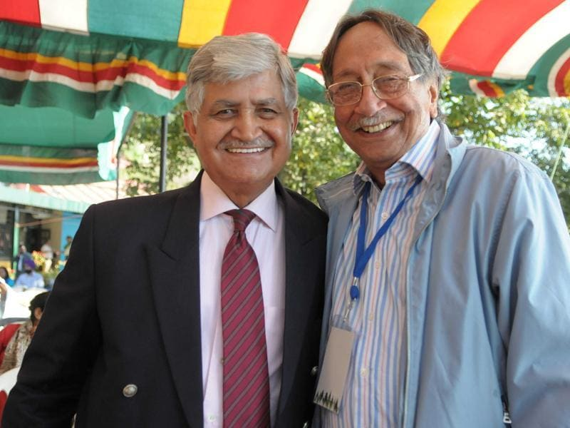Gen VP Malik (retd) and Amrjit Singh Dulat pose for the shutterbugs at the Khuswant Singh Lit Fest 2015. (Keshav Singh/Ht Photo)