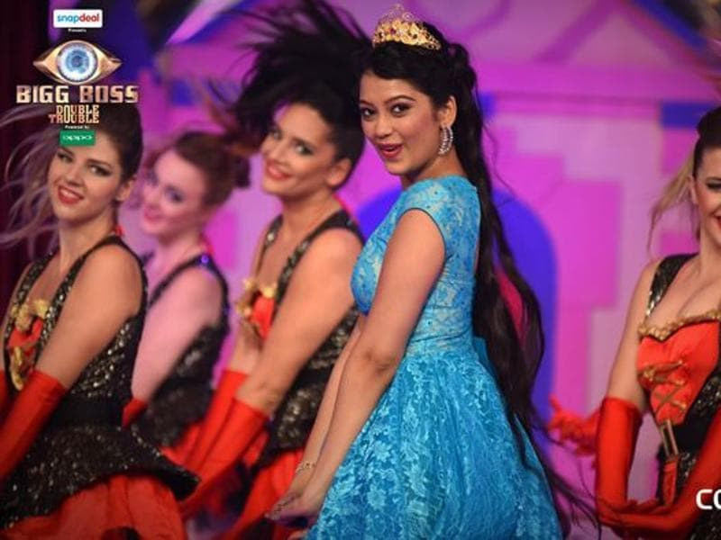 Digangna Suryavanshi, the youngest contestant on the show, performs at Bigg Boss 9 premiere. (COLORS TV)