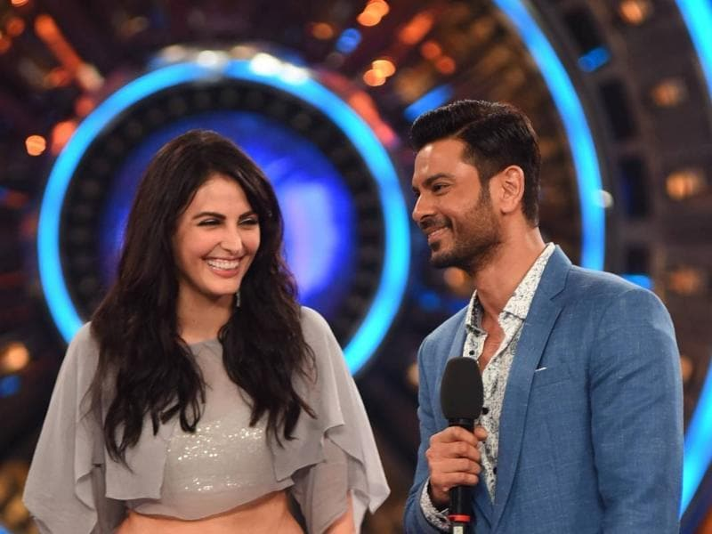 Keith Sequeira and Manadana Karimi entered Bigg Boss 9 as partners. Will Keith continue his 3-month-old relationship with Rochelle or will there be a new bonding? (colors)