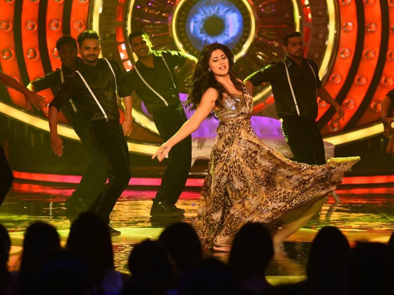 Rimii Sen grooved to her hit numbers at Bigg Boss 9 premiere. (COLORS TV)