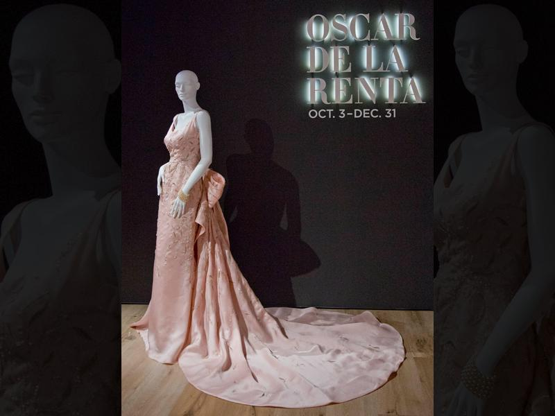 Os car de la Renta's flowing gown for Taylor Swift on display at the Savannah College of Art and Design. (AP)