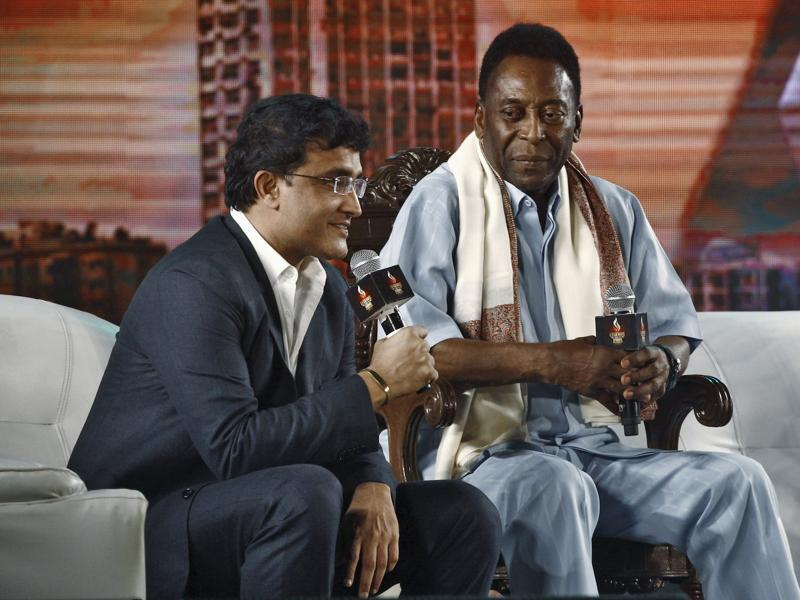 Former Indian cricket captain Sourav Ganguly (L) speaks as legendary Brazilian soccer player Pele looks on during a facilitation ceremony at Netaji Indoor Stadium in Kolkata. (REUTERS Photo)