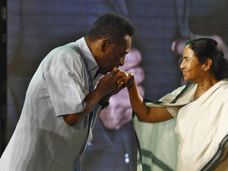 Legendary Brazilian soccer player Pele (L) kisses the hand of West Bengal Chief Minister Mamata Banerjee during a ceremony at Netaji Indoor Stadium in Kolkata. (REUTERS Photo)