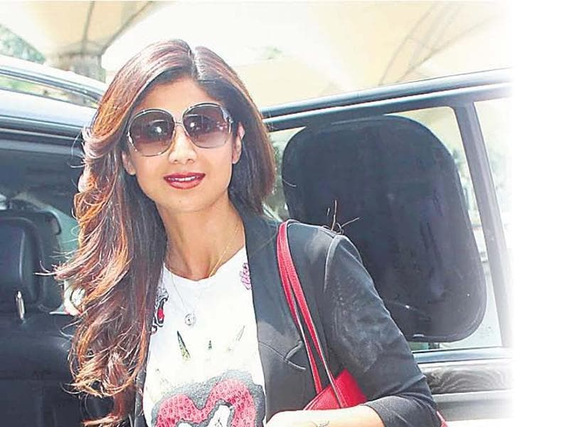 Shilpa Shetty Spotted at Mumbai airport. (Yogen Shah)