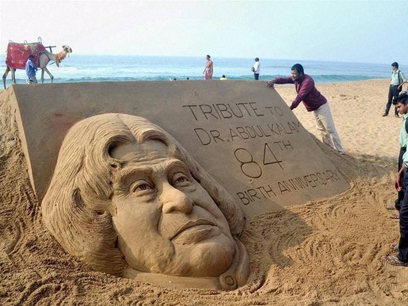 Renowned sand artist Sudarsan Pattnaik creates a sand sculpture of former President APJ Abdul Kalam on his 84th birth anniversary at Golden Sea Beach, Puri, Odisha. (PTI Photo)