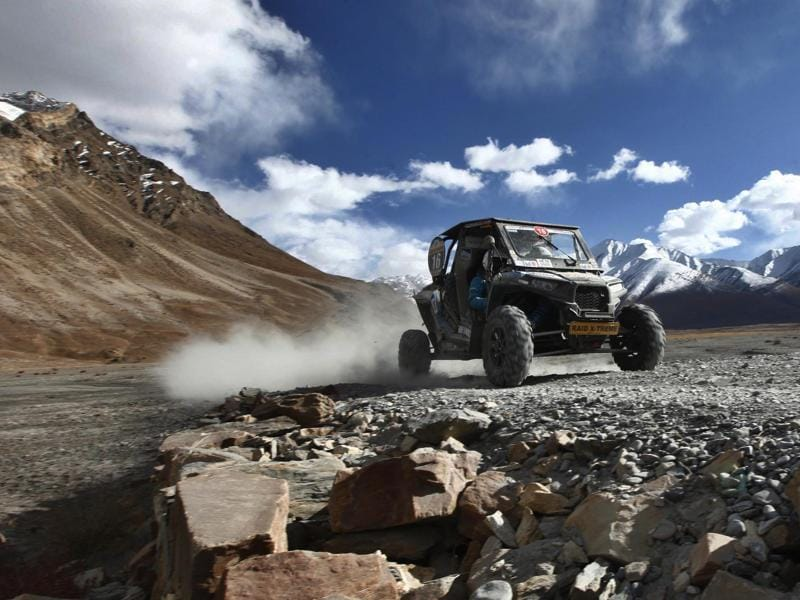 Rally participants in leg 5 on the fifth day of Raid De Himalaya Xtreme and Adventure Car Rally in Rangdum. (Virendra Singh Gosain/HT Photo)
