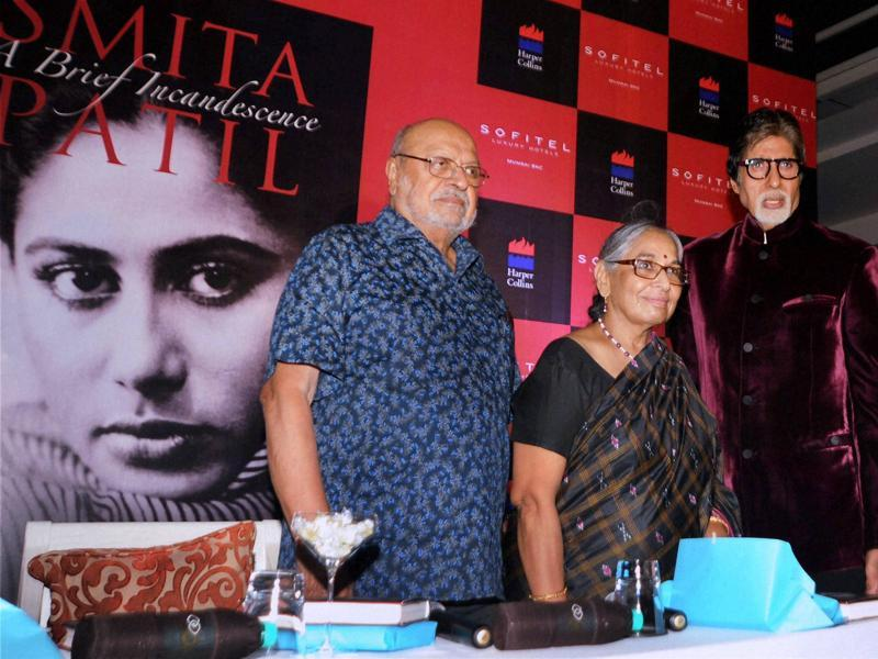 Director and screenwriter Shyam Benegal (left) and Bollywood actor Amitabh Bachchan (right) attended the launch the Smita Patil's - Smita Patil: A Brief Incandescence by Maithili Rao (c). (PTI)