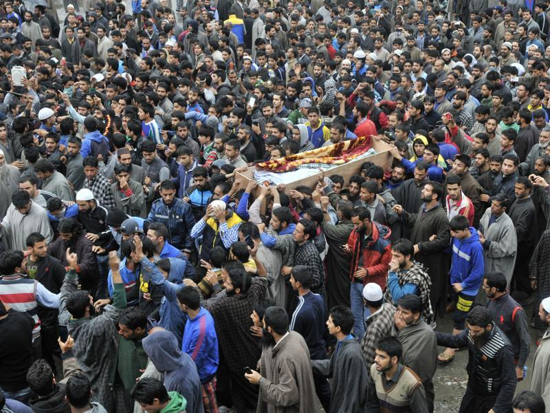 Kashmiri villagers carry the coffin of Zahid Ahmed during a funeral procession at his home at Batango village of Anantnag district in south of Srinagar on Monday.  (Waseem Andrabi/HT)