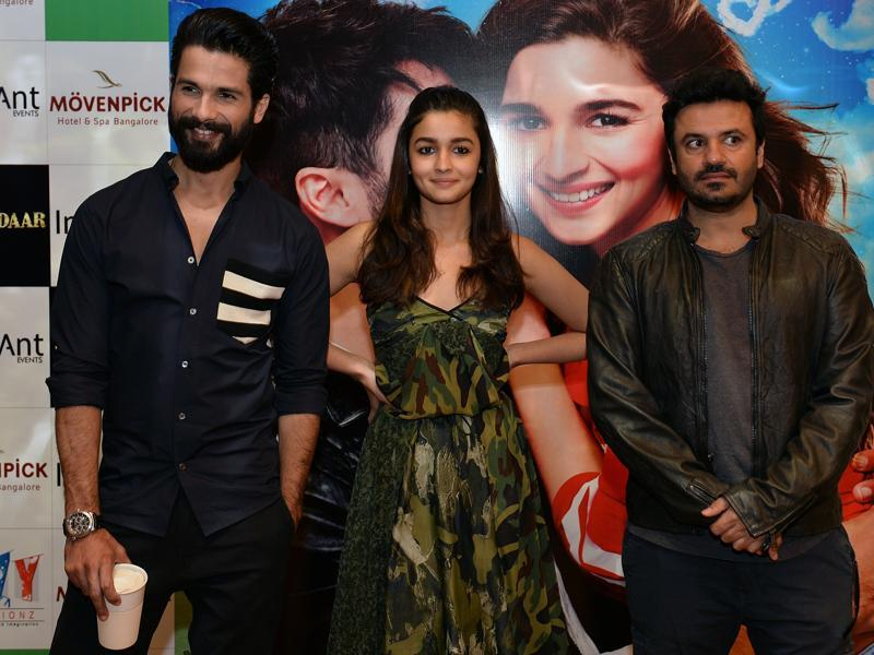 Shahid Kapoor, Alia Bhatt and director Vikas Bahl arrive for a press conference to promote the Hindi movie 'Shaandaar' in Bangalore on October 19, 2015.  (AFP)