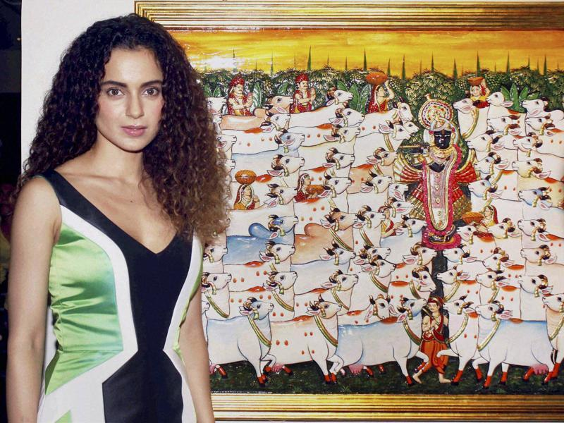 Kangana Ranaut unveiled the art of Suvigya Sharma in Mumbai on Sunday.  (PTI)