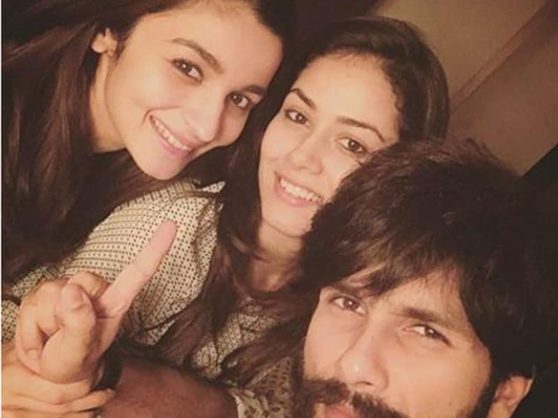 Alia Bhatt and Shahid Kapoor pose for a Shaandaar selfie with Meera Kapoor.