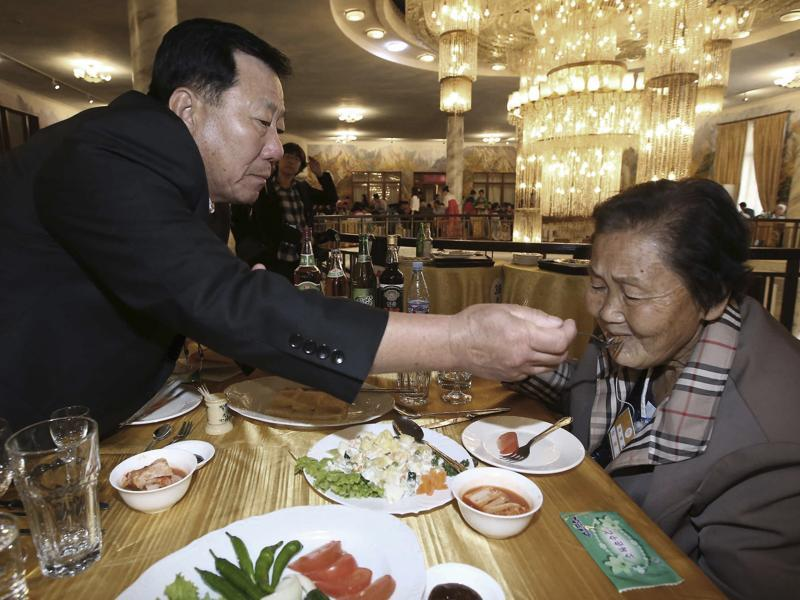 South Korean Park Mun-soo, 71, gives a food to his North Korean sister Pak Mun Gyong, 83, at a luncheon during the Separated Family Reunion Meeting at Diamond Mountain resort in North Korea.  (AP Photo)