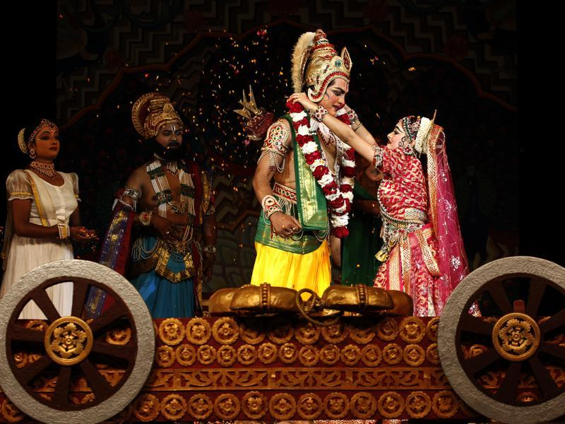 Sita Swayamvar  scene from the  Ramlila at Shriram Bharatiya Kala Kendra in New Delhi. (Ajay Aggarwal/HT Photo)