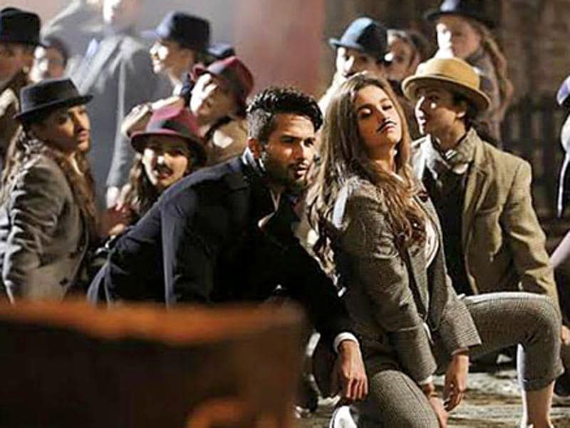 Vishal Dadlani and Anusha Mani have lent their voices for Gulaabo, a peppy number from Shaandaar. (YOUTUBE GRAB)