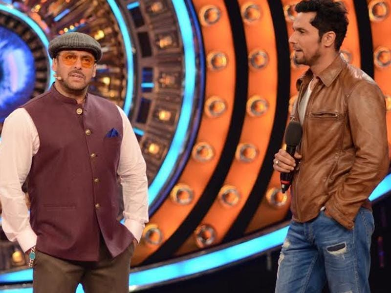 "When Randeep Hooda visited Bigg Boss to promote his upcoming film, Main Aur Charles, he wanted Salman Khan to don his look (as Charles from the movie). Salman, however, quipped, ""Charles Shobhraj ka to pata nahi, aise lagta hai Charles Darwin jarur lag raha hoon!"" (COLORS TV)"