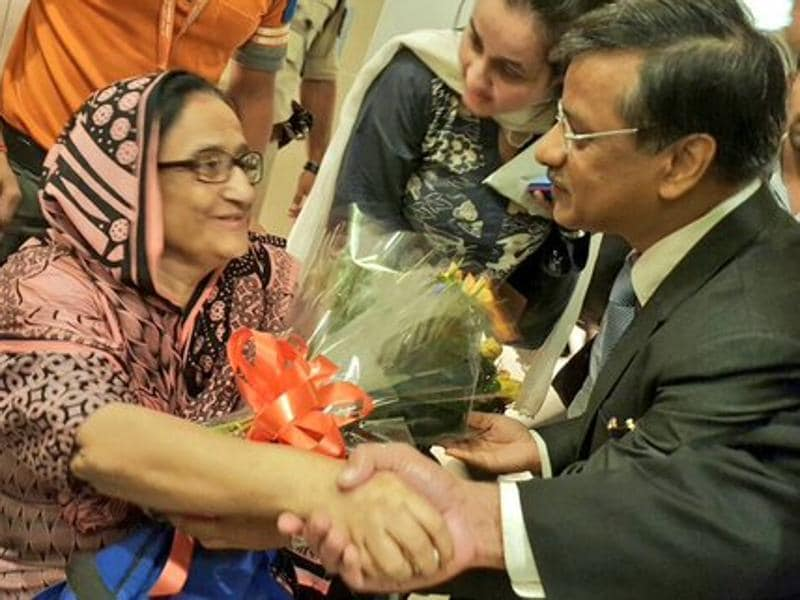 Bilqees Edhi of the Karachi based Edhi Foundation is greeted by Gopal Baglay, India's former deputy high commissioner to Pakistan at the Indira Gandhi International Airport in New Delhi. (Photo: @MEAIndia)