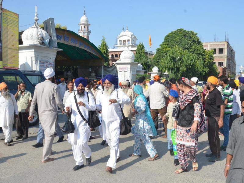 Devotees near SGPC office in Amritsar after an earthquake on Monday.  (HT Photo )
