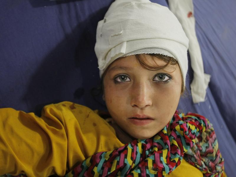 A girl injured from an earthquake admits at a local hospital in Peshawar, Pakistan. (AP)