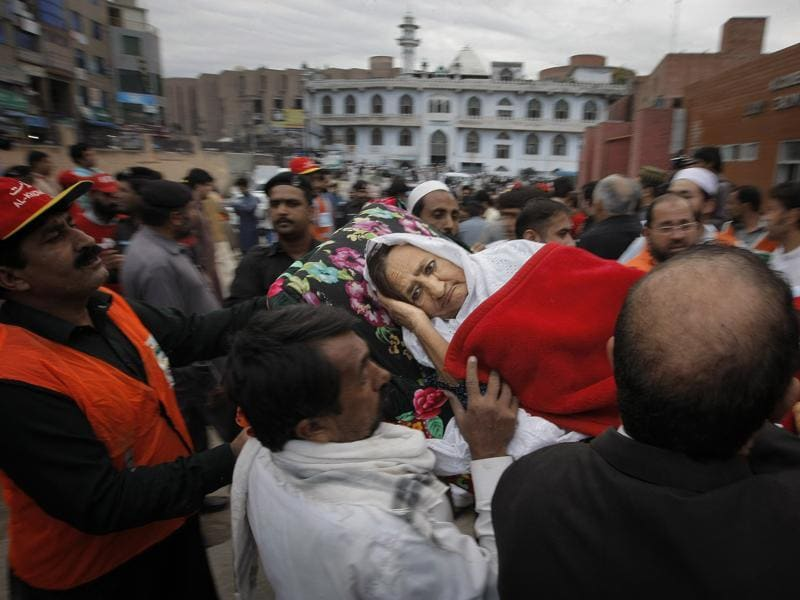 People rush an injured woman to a local hospital in Peshawar, Pakistan. (AP)