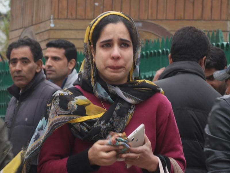 A woman cries  after an earthquake measuring 7.5 on the Richter scale was felt in Kashmir. There were no reports of casualties, but there was a major damage to property in the Valley. (HT Photo)