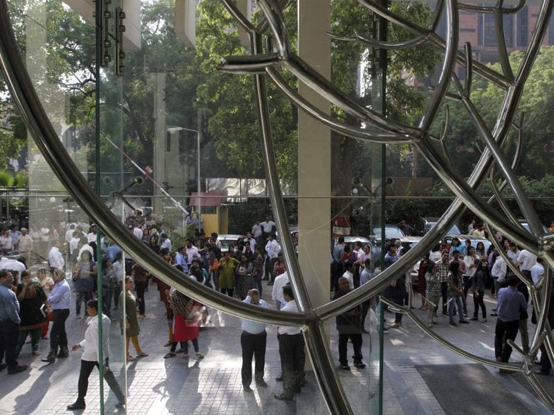 People gather outside HT House after strong tremors shook  New Delhi on Monday. (Virendra Singh Gosain/ HT Photo)