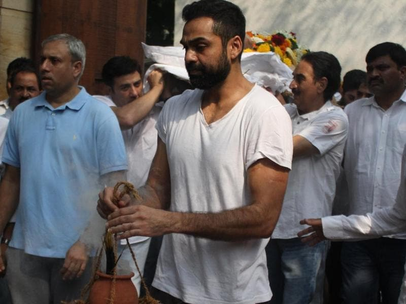 Abhay Deol  and Sunny Deol during the funeral of Ajit Deol in Mumbai.  (IANS)