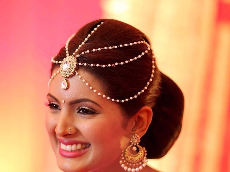 Geeta's make up was done by Ajay Shelar and Pooja Gupta did the hairdo (Image courtesy - Israni Photography)