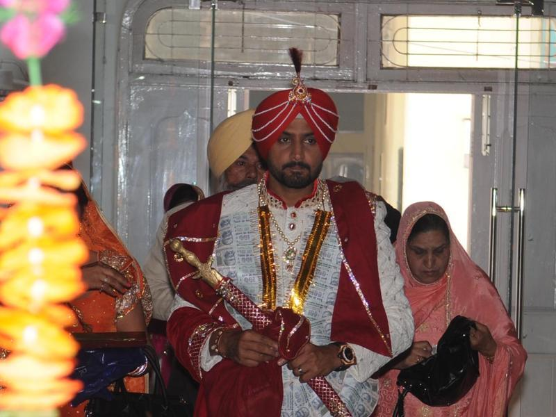 Harbhajan Singh is all decked up for his wedding on Thursday morning, October 29. (Pardeep Pandit/HT Photo)