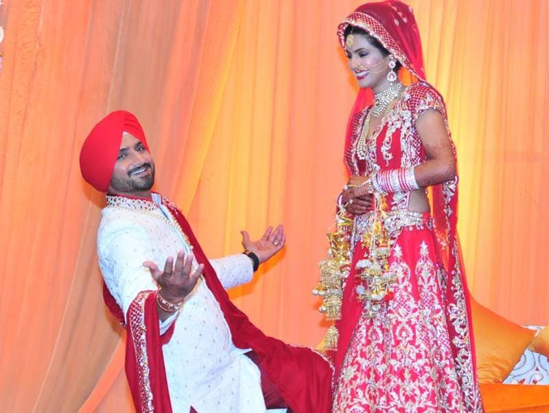 That's how I wooed her: Harbhajan Singh poses as Geeta Basra smiles on. The couple got married on Thursday in Jalandhar. (HT PHOTO/Pardeep pandit)