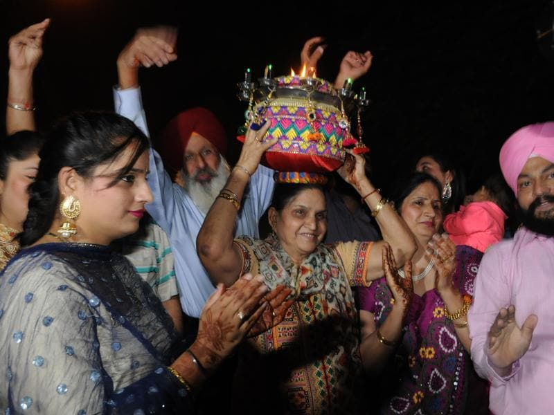 Avtar Kaur, mother of Harbhajan Singh, along with  other relatives in Jalandhar. (Pardeep Pandit/HT )