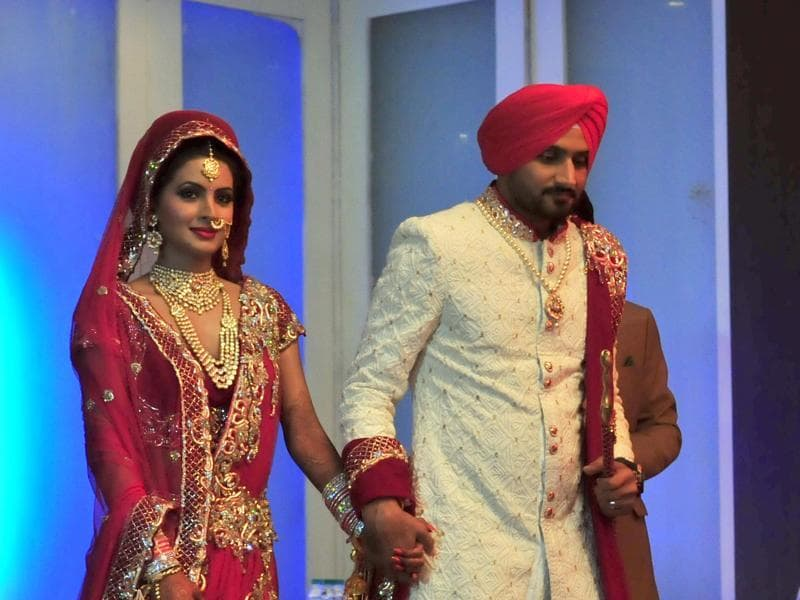 Harbharjan Singh with wife Geeta Basra after their wedding ceremony. (HT Photo/Pardeep pandit)