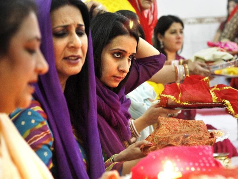 According to tradition, married women fast from sunrise to moonrise for safety and longevity of their husbands.  (Sanchit Khanna/HT Photo)