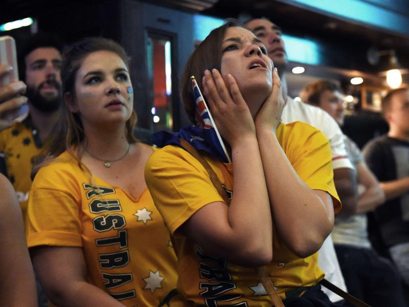 Australian fans watch the final on a big screen in a Sydney sports bar. (AFP)