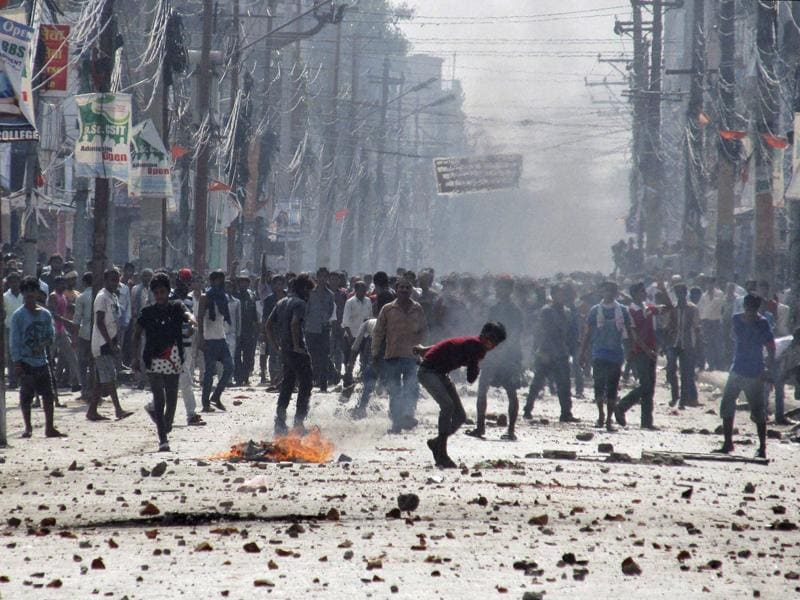 Ethnic Madhesi protesters throw stones and bricks at Nepalese policemen in Birgunj, a town on the border with India, Nepal. (AP Photo)