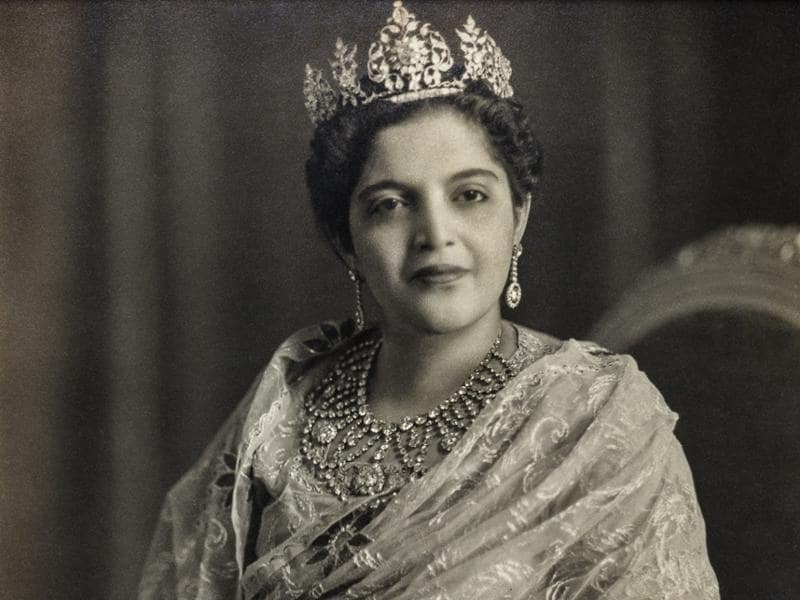 Princess Rafat Zamani Begum or Bari Begum Sahiba of Rampur, formerly of the Najiabad Family. Kinsey Studios, Delhi, c. 1960. Of particular significance in this photograph is the jewellery, possibly redesigned by European jewellers — the Begum wears a striking diamond necklace and an eye-catching tiara.  (Photos courtesy: MAP/Tasveer)