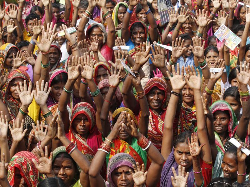 An enthusiastic crowd of women responds to Lok Janshakti Party leader Ram Vilas Paswan's remarks at a rally in Araria District in Bihar . Women outnumbered men when it came to voting in Bihar elections. (Arvind yadav/ HT Photo)