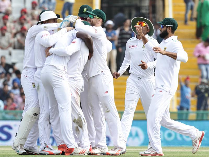 South African cricketers celebrate after Kagiso Rabada dismisses Virat Kohli during the test match.  (Gurpreet Singh/HT)