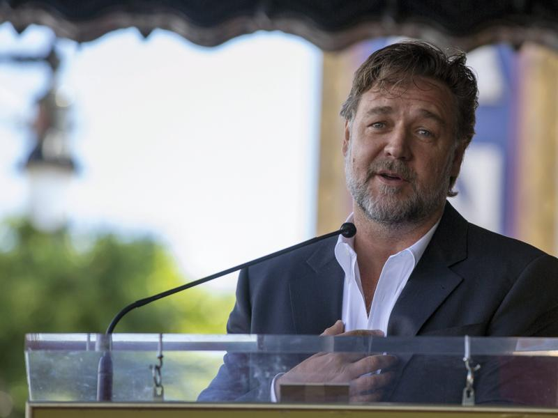 Russell Crowe, who starred in Scott's Gladiator among other films, speaks at the unveiling of the director's on the Hollywood Walk of Fame in Los Angeles, California. (REUTERS)