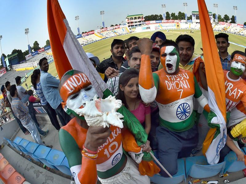 Cricket fans enjoying the proceedings. (Gurpreet Singh/HT Photo)