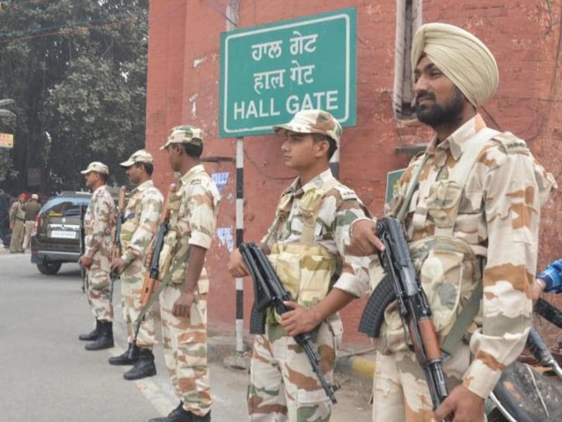 Security throughout Amritsar has been stepped up with Punjab director general of police (DGP) Suresh Arora set to camp in the holy city to ensure peace. (Sameer Sehgal/HT Photo)