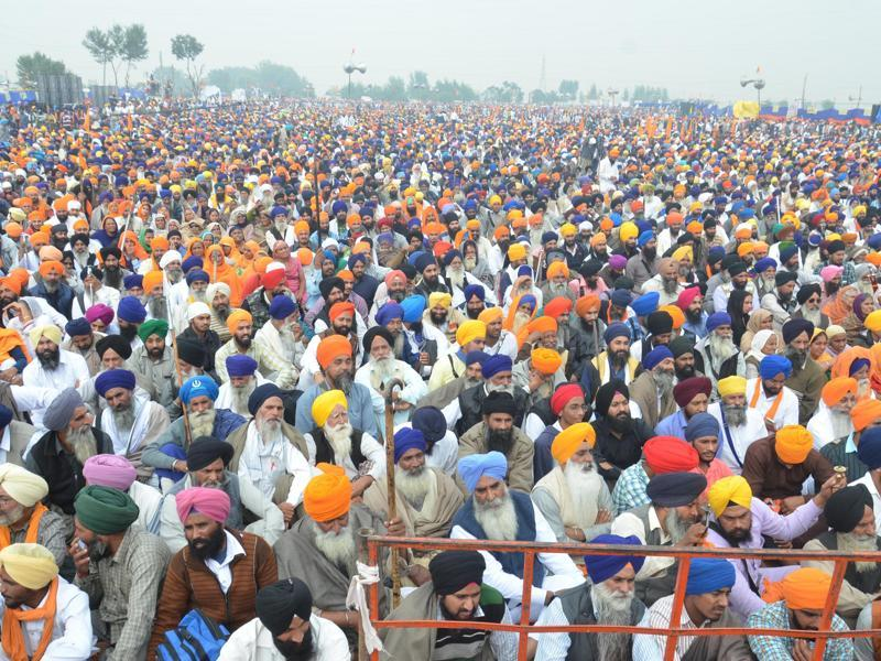 A massive gathering was witnessed at Chabba village near Amritsar where a Sarbat Khalsa was called by radical Sikh organisations.   (Sameer Sehgal/HT )