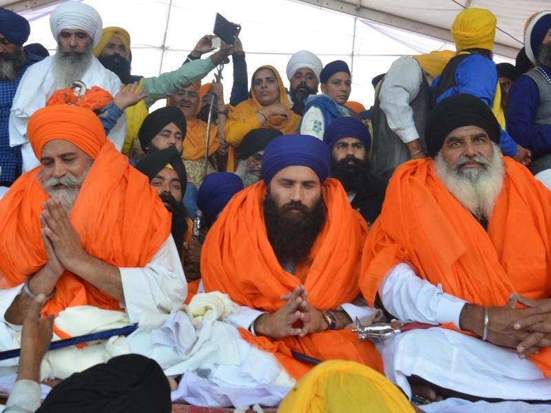 Newly-appointed interim jathedar of the Akal Takht Dhain Singh Mand (right),  new head priest of Takht Damdama Sahib Baljeet Singh Daduwal (centre) and new head priest of Takht Keshgarh Sahib Amrik Singh Ajnala (left) during the Sarbat Khalsa.  (Sameer Sehgal/HT)
