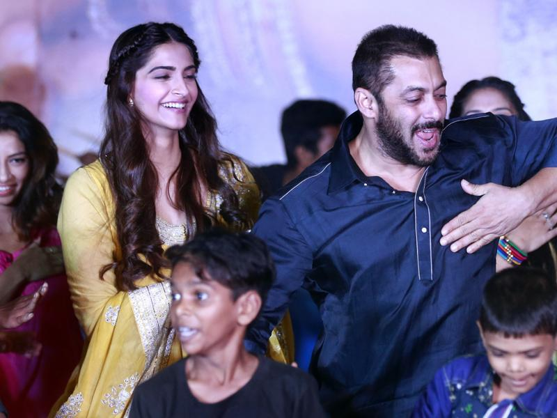 Salman Khan and Sonam Kapoor also danced with  the kids from Dharavi slum during a promotional event for  Prem Ratan Dhan Payo in Mumbai, on Wednesday, Nov. 11, 2015.  (AP)