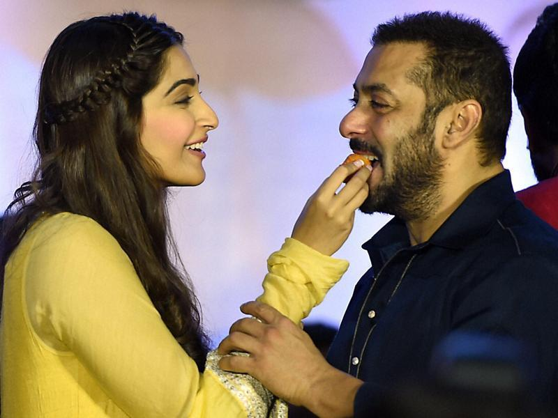 Salman Khan and Sonam Kapoor celebrate Diwali during a promotional event for Prem Ratan Dhan Payo in Mumbai on Wednesday.  (PTI)